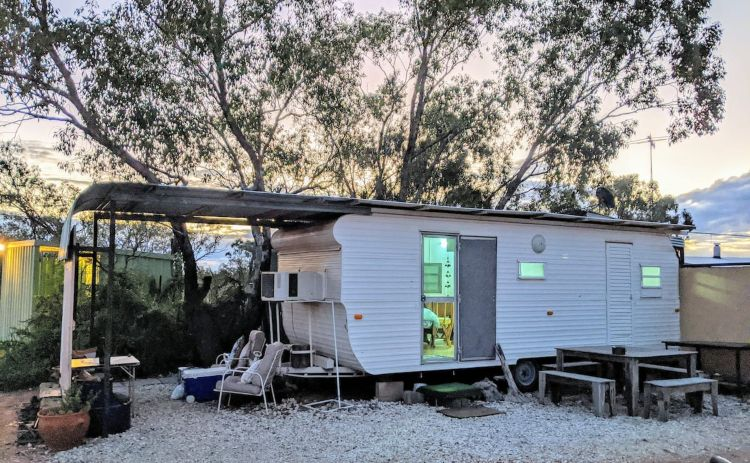 Airbnb caravan in Lightning Ridge