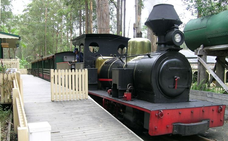 1280px Timbertown train 1