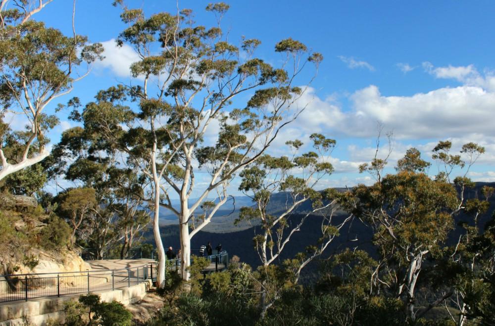 Three Sisters Walk Blue Mountains