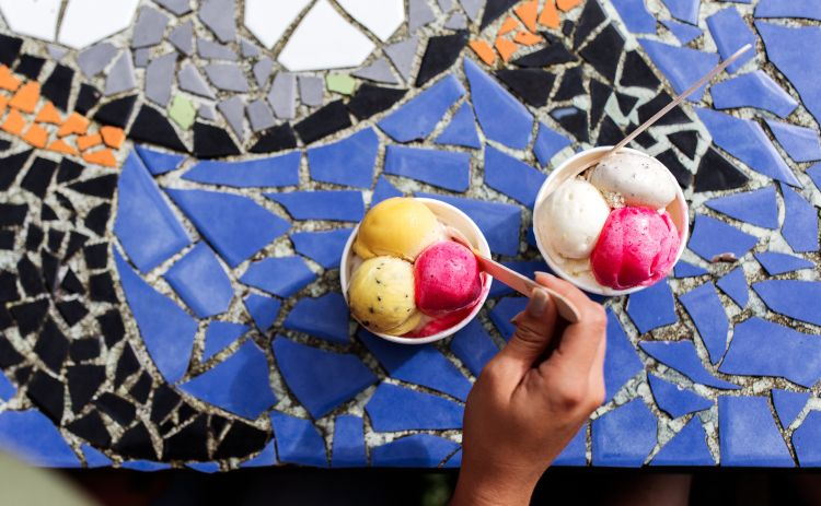 Scoops of Daintree icecream in bowls